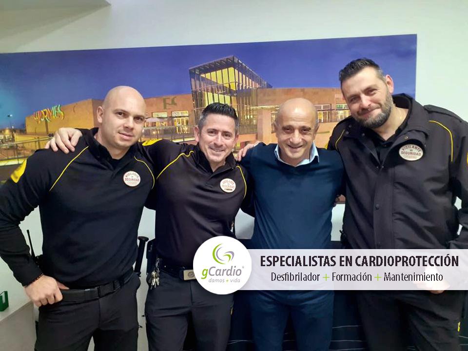 Desfibrilador_gCardio_ayuda_a_salvar_una_vida_en_el_Centro_Comercial_El Tormes_Seguridad_DESA_CC_El_Tormes2